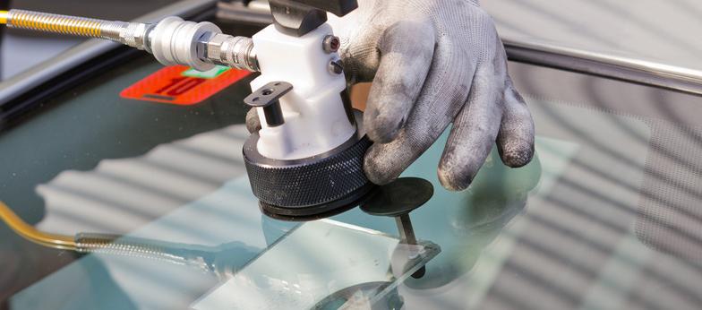 Ремонт стекла специальным полимером в автосервисе